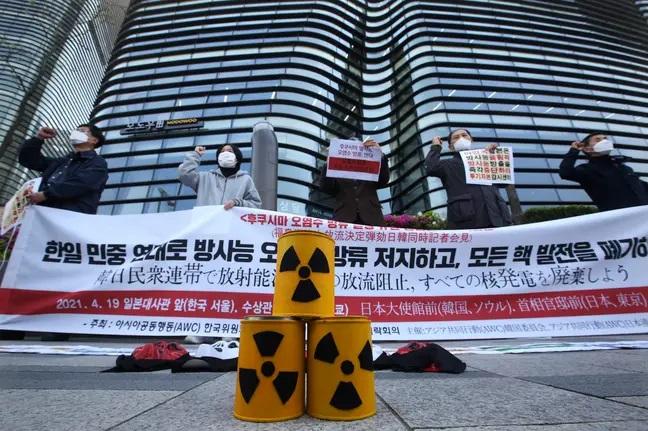 抗议日本核废水排放的群众