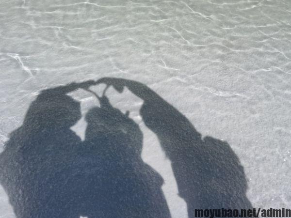 茶卡盐湖比心阴影照